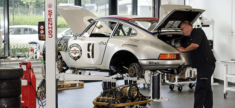 Porsche automotive mechanic Ewald Pfurtscheller restoring the Porsche 911 Carrera RSR.