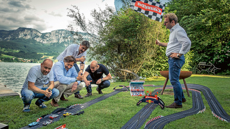 Porsche The slot-cars on the home stretch