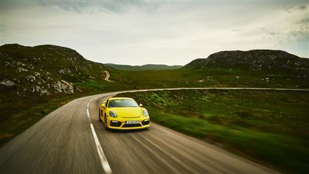Porsche Cayman GT4, Front